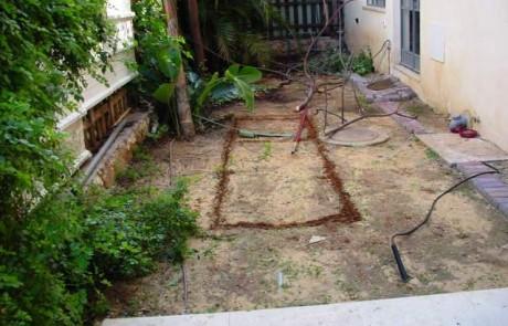 הקמת גינה עם דק עץ ובריכת נוי