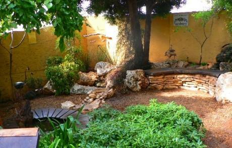 גן חסכוני ואזור ישיבה