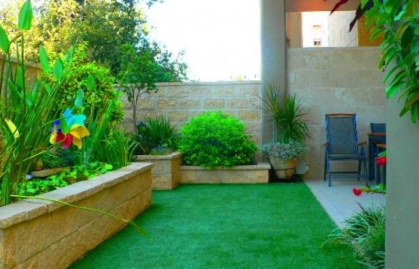 דשא סינטטי – זיוף או פתרון